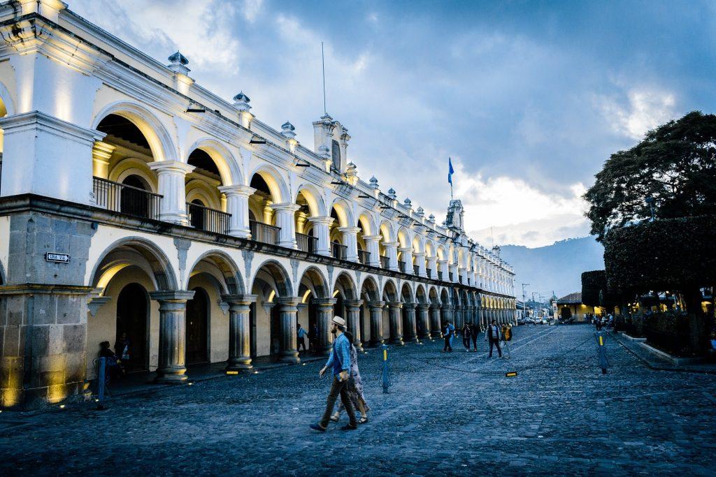 Antigua-Guatemala-destinos baratos