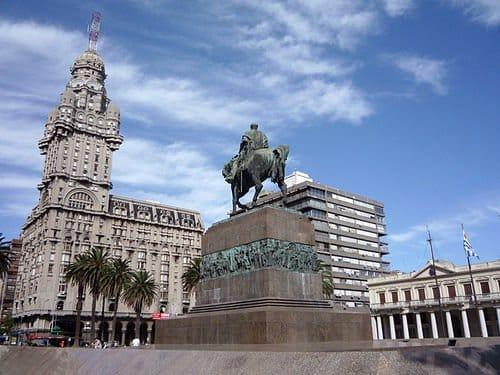 Plaza_Independencia-o que fazer em Montevidéu